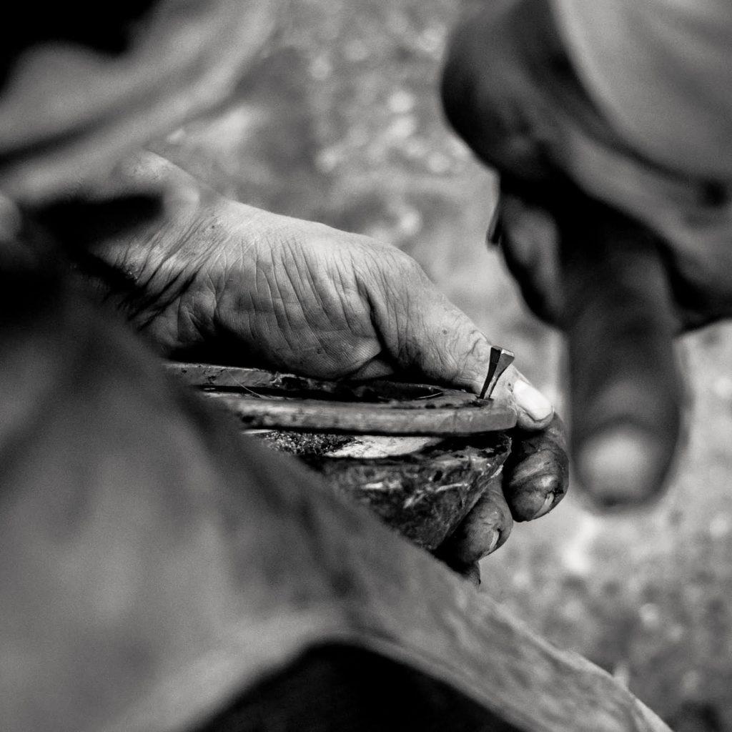 Ferro di cavallo con chiodo